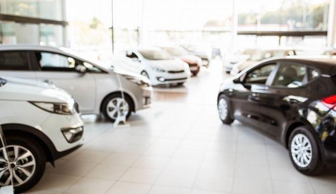 """Απόφαση-σταθμός: H ΕΕ βάζει """"φρένο"""" από το 2022 σε όλα τα καινούργια αυτοκίνητα"""