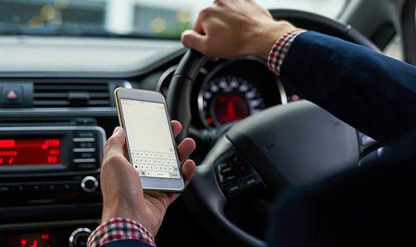 Γιατί συνεχίζεις να οδηγείς με το κινητό στο χέρι;