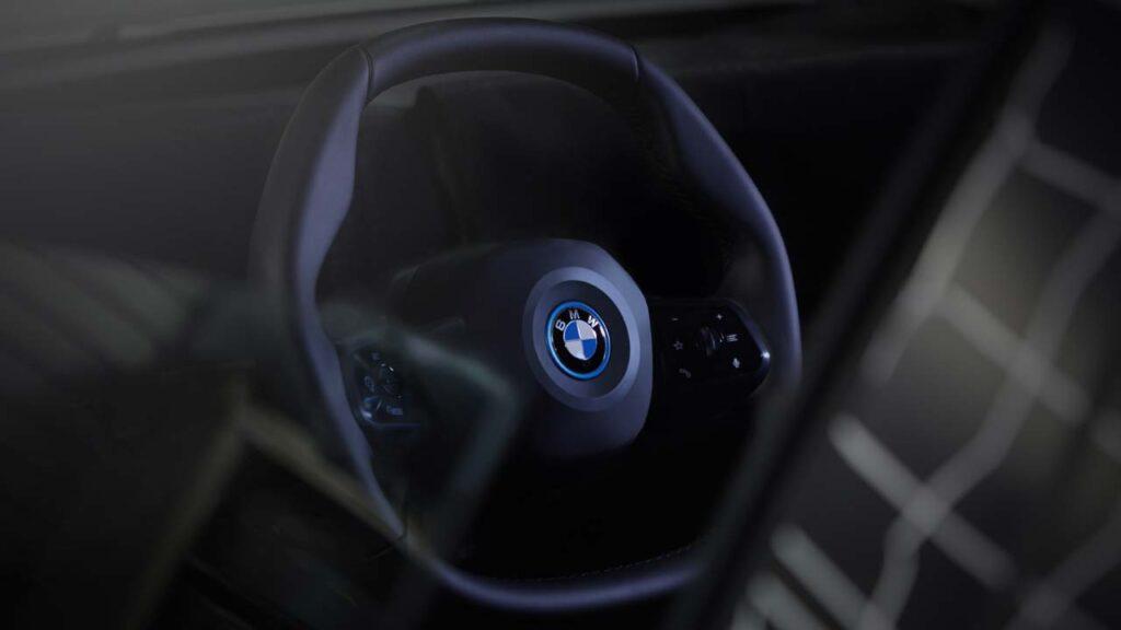 Η BMW βάζει τέλος στα τιμόνια που ξέραμε